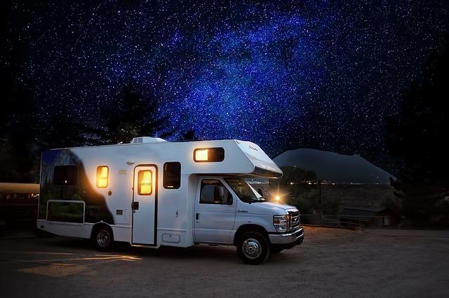 rulota noaptea in camping